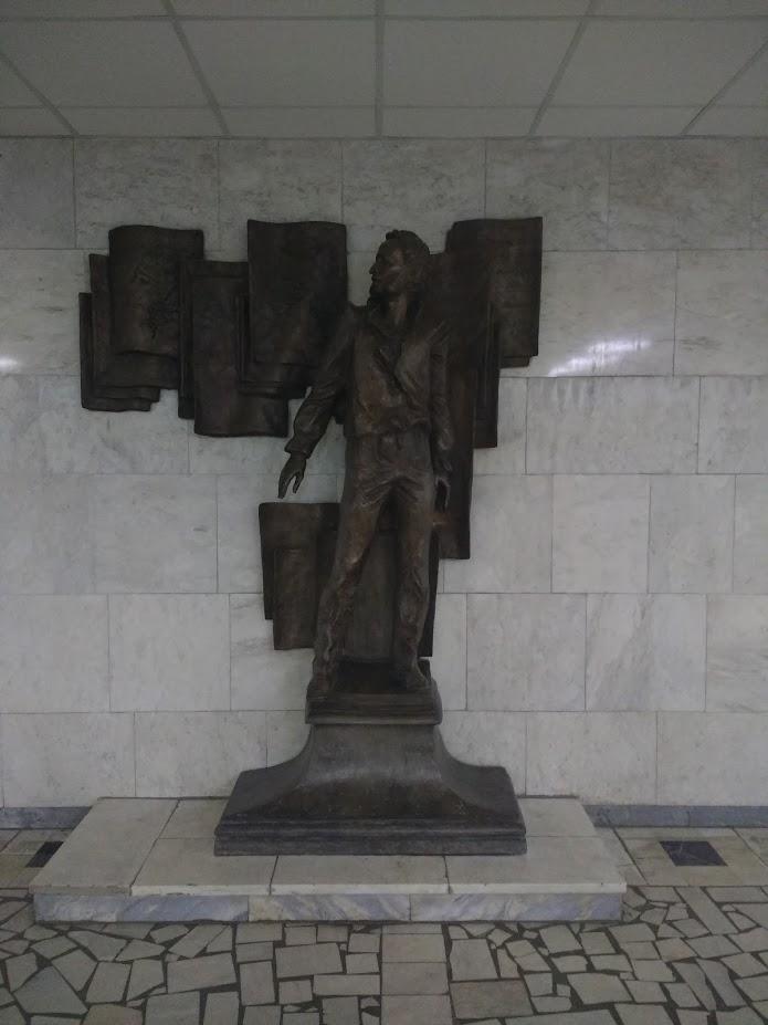 Pomnik Puszkina w Instytucie Puszkina.
